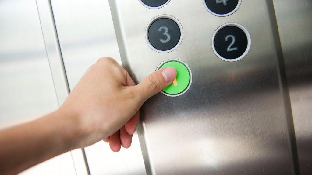 загадка про лифт в отеле